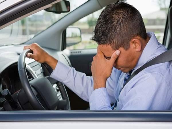 5 طرق لتقليل التوتر والقلق أثناء القيادة