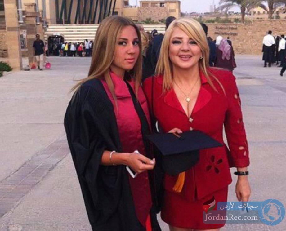 مايا ابنة الفنانة ندى بسيوني في حفل تخرجها