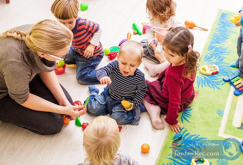 كيفية التصرف مع بكاء الطفل في الحضانة