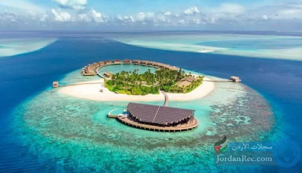 بماذا تشتهر جزر المالديف؟