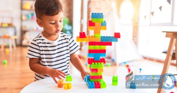 خطوات لتشجيع طفلك على اللعب بمفرده