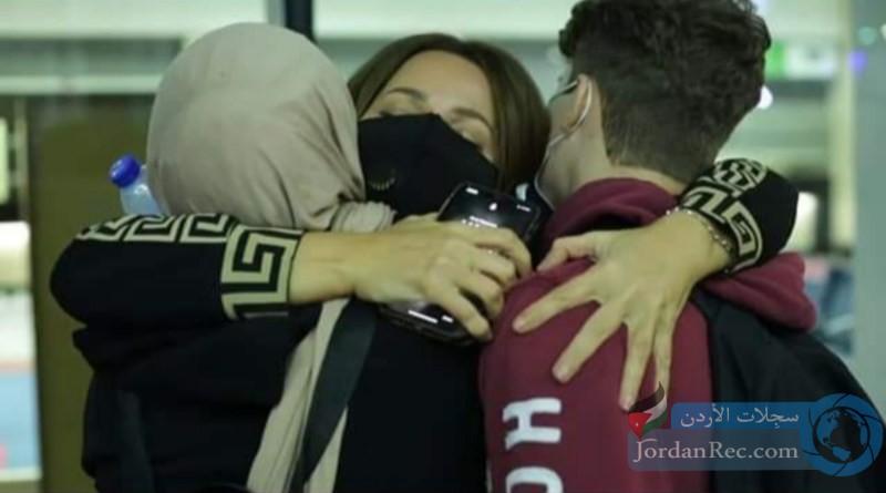 سوزان نجم الدين بصحبة أبنائها بعد غياب 5 سنوات