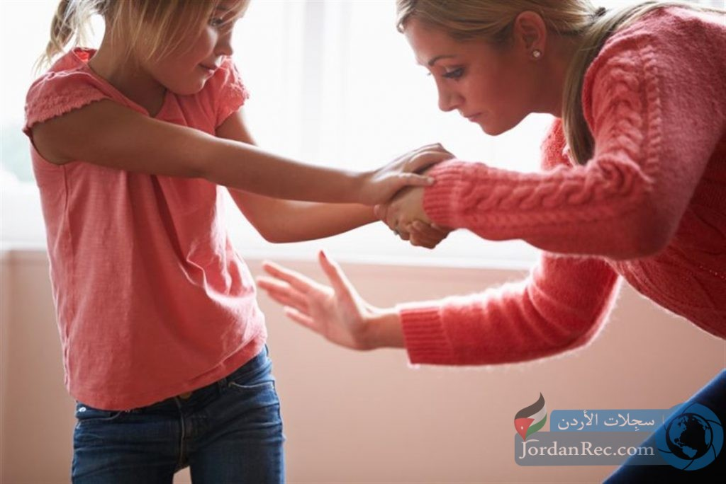 كيف تمنع الأم نفسها من ضرب طفلها وعدم إهانته؟