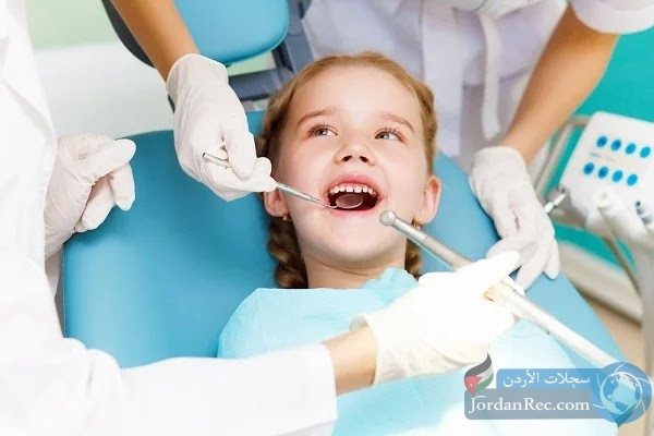 مطلوب طبيب أو طبيبه للعمل في مركز أسنان
