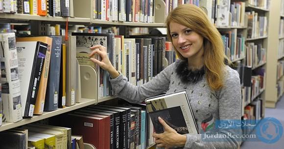مطلوب فتاة أو شاب للعمل لدى مكتبة